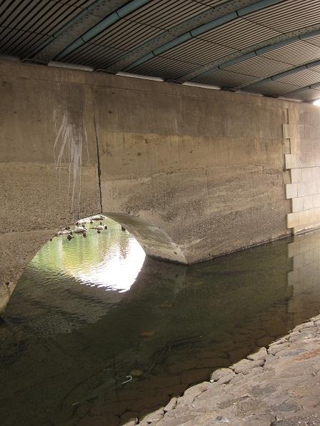 四条大橋下